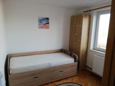 apartament 3  camere zona Piata Hermes