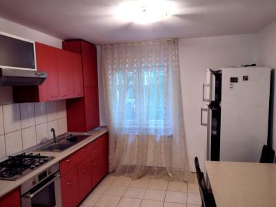 Apartament 3 camere strada Lacu Rosu